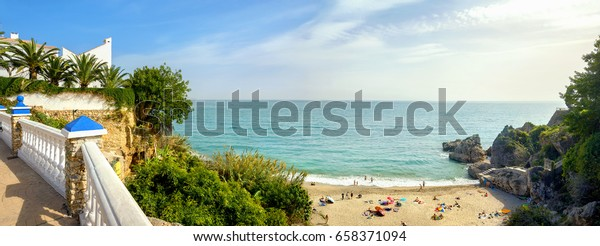 Playa Carabeillo Strand in Nerja. Costa del Sol. Provinz Malaga, Andalusien, Spanien