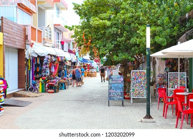 Playa del carmen, Mexico 10/04/2016 : street of playa del carmen