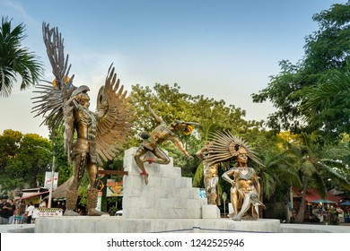 PLAYA DEL CARMEN, QUINTANA ROO/ MEXICO 22/11/2018 Statues in the 5th avenue