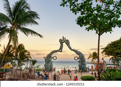 PLAYA DEL CARMEN, QUINTANA ROO/ MEXICO 22/11/2018. Famous statue in front of the beach