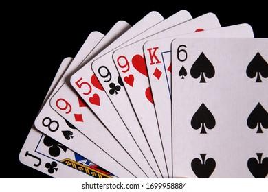 carte à jouer isolée sur fond noir