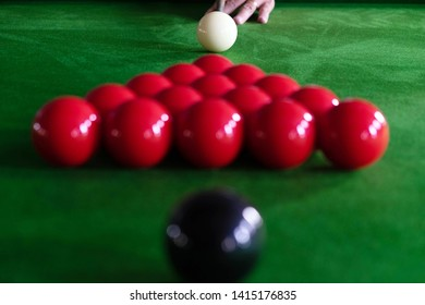 Playing, establishing a snooker ball, red ball and ball with various numbers.