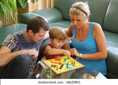 playing family