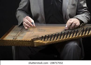 Playing Kanun