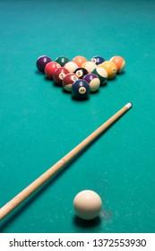 Playing snooker (pool billiard)
