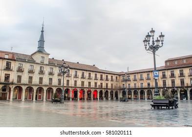 Plaza León