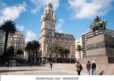 The Plaza independencia in Montevideo, Uruguay.