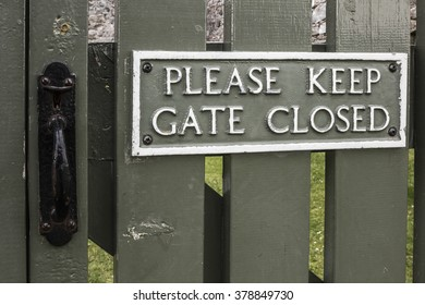 Please Keep gate closed