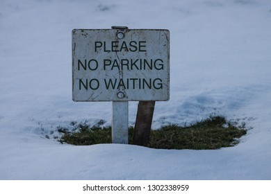 Please No Parking, No Waiting