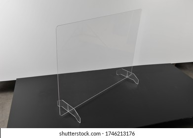 Plexiglass protection screen for office