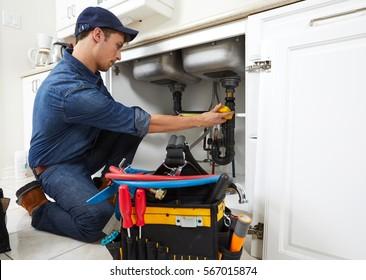 Le plombier.