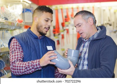 plumbers merchant with worker