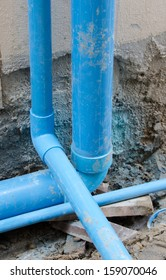 Plumbing PVC Elbow blue horizontal to vertical, perpendicular to both small and large, from the ground floor to the upper floors of buildings.