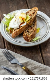 Poached egg with bread