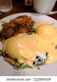 poached egg with hollandaise sauce