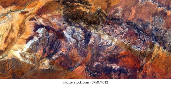 Pod insect in the desert, tribute to Pollock, abstract photography of the deserts of Australia from the air, bird's eye view, abstract expressionism, contemporary art, optical illusions,