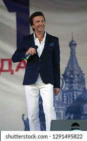 PODOLSK, RUSSIA - SEPTEMBER 9, 2018: Alexey Zardinov sing a song on Day of the Moscow city event. Event in Znamya Oktyabrya district on September 9, 2018