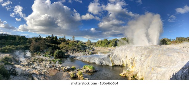 Pohutu Geyser in Te Puia National Park, New Zealand.