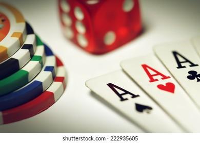 Poker set in macro
