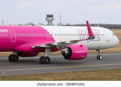 Poznań, Poland - 28.03.2021-  Poznań - Ławica Airport, Wizz Air, Airbus A321-271NX, A321, G-WUKM