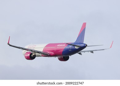Poznań, Poland - 28.03.2021-  Poznań - Ławica Airport, Wizz Air, Airbus A321-271NX, A321, HA-LVB