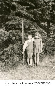 POLAND, CIRCA FIFTIES - Vintage photo of children