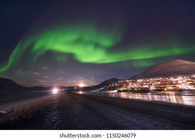 The polar aurora Northern lights in the mountains house of Svalbard, Longyearbyen city, Spitsbergen, Norway wallpaper travel
