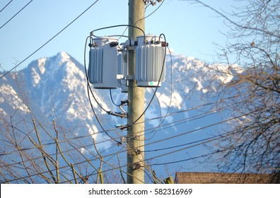 Pole-mounted distribution transformer for residential and light commercial service/Pole-mounted Distribution Transformer/Pole-mounted distribution transformer for residential commercial service.