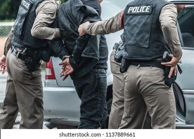 Police arrested the culprit,Police steel handcuffs,Police arrested,Police arrested the wrongdoer.
