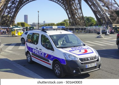 Police car in Paris at Eiffel Tower - PARIS / FRANCE - SEPTEMBER 23, 2016