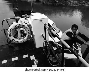 The police check the boat before trip to Tarakan, Tanjung Keramat, September 3rd 2017