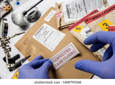 Police expert pastes sticker on dossier closed of murder in the laboratory scientist