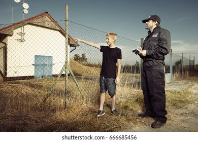 Police man interviewing teenager outdoor