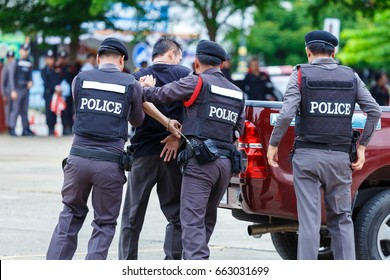 Police steel handcuffs,Police arrested,Professional police officer has to be very strong,Officer Arresting.