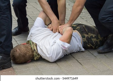Police used physical force to the suspected person