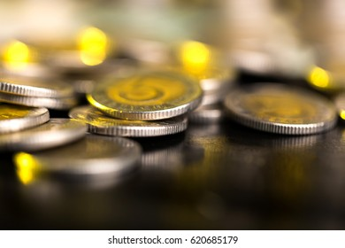 Polish 5 zloty coins, photograph with depth of field.