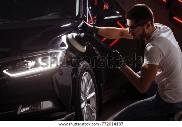 Polierte Poliermaschine für schwarze Autos, poliert. Keramikbeschichtung