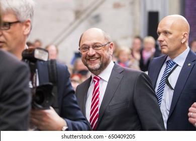 Politician and candidate for chancellor Martin Schulz   Kanzlerkandidat Martin Schulz von der SPD im Gespraech in der Gollan Kulturwerft, Politik, 19.02.2017