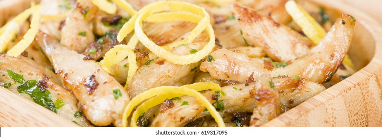 Pollo al limon con ajo - Chicken with lemon and garlic.Traditional Spanish tapas dish.
