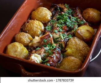 """Das """"Polvo a Lagareiro"""" ist ein berühmtes und sehr beliebtes portugiesisches Gericht."""