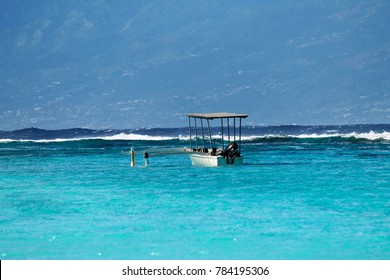 Polynesian boat in the sea of turquoise arrefecife on the island of Moorea, French Polynesia