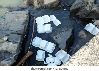 polystyrene waste being dumped into the sea, which will cause pollution