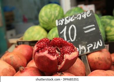Pomegranates in the Israeli market