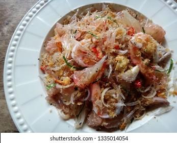 Pomelo salad with shrimps