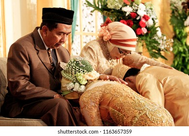 Ponorogo 5 July 2011 - Traditional ceremony of sungkeman, it is a symbol of respectful among two marriage couple to their parents during wedding ceremony in Indonesia
