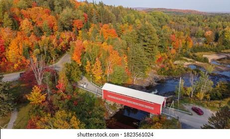 Pont Couvert de St Mathieu in Autumn next to parc national de la Mauricie, Quebec