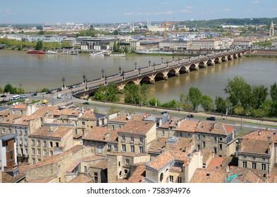 Pont de pierre is the ancient stone bridge across the river Garonne. It has seventeen arches.