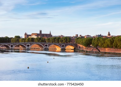 Pont Neuf and Basilica of St. Sernin in Toulouse. Toulouse, Occitanie, France.