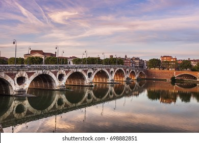 Pont Neuf in Toulouse seen at sunset. Toulouse, Occitanie, France.