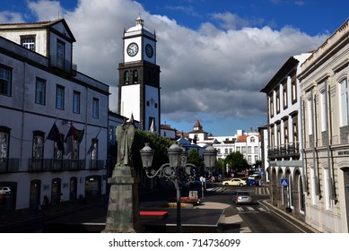 Ponta Delgada (Azoren) with the place of the Republic, citygate and townhall